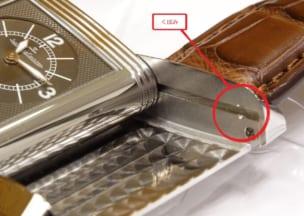 ジャガー・ルクルト レベルソデュオ ベースになるケースには溝とくぼみ。