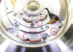 チューダー プリンスオイスターデイトサブマリーナー 赤丸のところに汚れがあります。