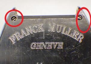 フランクミュラー トノウカーベックスカサブランカ お預かりしたときの時計の裏側です。赤丸部分に汚れが溜まっていました。