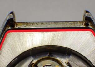 フランクミュラー トノウカーベックスカサブランカ 裏蓋を開けたところ。赤線の位置にパッキンがあります。