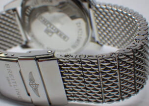 ブライトリング スーパーオーシャンヘリテージ ヘリテージのメッシュブレスレットは駒の取り外しによって長さ調整ができます。